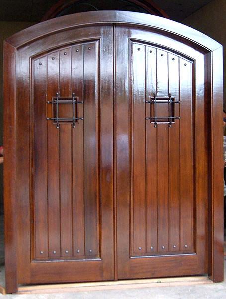 изготовление уличных металлических дверей для дачи